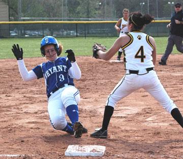 Jesseca Cudd (9) slides into third. (Photo by Mark Hart)