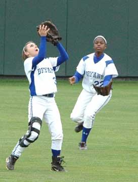 Bryant center fielder Paige Turpin, left, hauls down a flyball as teammate Shanika Johnson arrives from right during Saturday's State championship game. (Photo by Mark Hart)