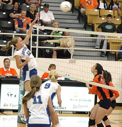 McKenzie Rice launches an off-handed spike. (Photo by Mark Hart)