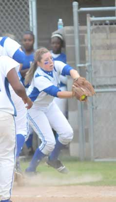 First baseman Kayla Sory hangs on after charging in to catch a pop. (Photo by Kevin Nagle)