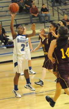 Jayla Anderson (2) beats a group of Lake Hamilton players to the hoop. (Photo by Kevin Nagle)