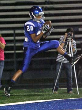 Jacob Gorham hauls in a touchdown pass. (Photo by Rick Nation)