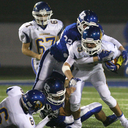 Kyle Lovelace (32) makes a tackle. (Photo by Rick Nation)