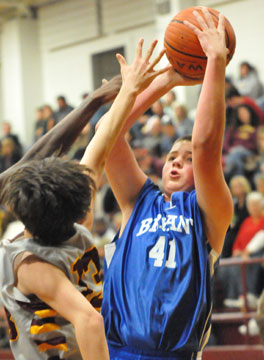 Dagan Carden sets to shoot. (Photo by Kevin Nagle)