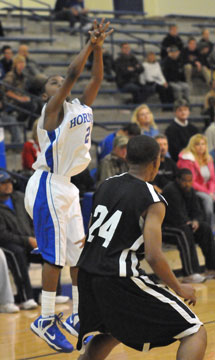 Alex Oneal hit four 3's on his way to a team-high 14 points. (Photo by Kevin Nagle)