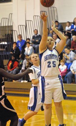 Anna Turpin launches a shot. (Photo by Kevin Nagle)