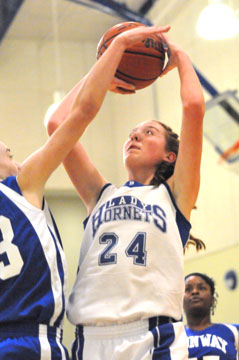 Britney Sahlmann led the Lady Hornets with 8 points. (Photo by Kevin Nagle)