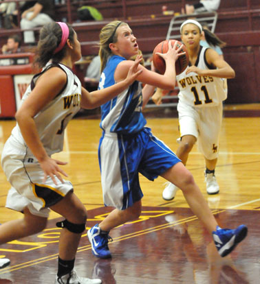 Bryant Blue guard Kendal Rogers drives to the hoop. (Photo by Kevin Nagle)