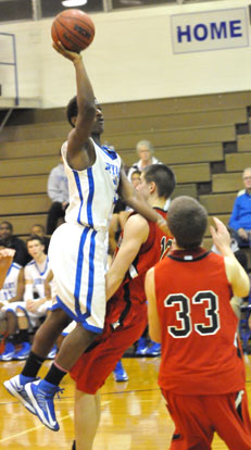 K.J. Hill goes up for a shot over Russellville's Cody Underhill and Andy Campbell (33). (Photo by Kevin Nagle)