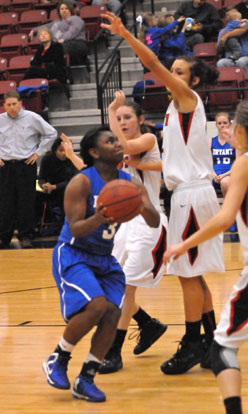 Dezerea Duckworth tries to make a move to the basket. (Photo by Kevin Nagle)