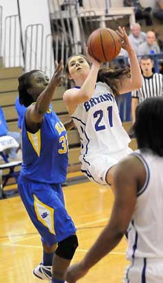 Courtney Davidson (21) gets around Lexus Williams (32) for a shot. (Photo by Kevin Nagle)