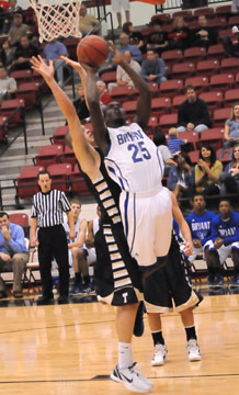 Greyson Giles (25) goes up for a shot in front of Bentonville's Nick Smith. (Photo by Kevin Nagle)
