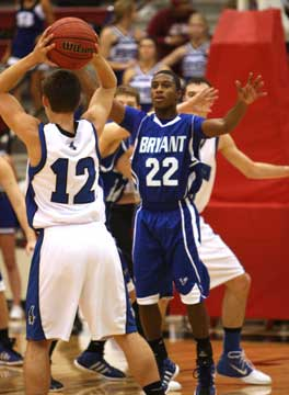 Bryant's Marcus Wilson (22) defends Rogers' Hunter Hill. (Photo by Rick Nation)