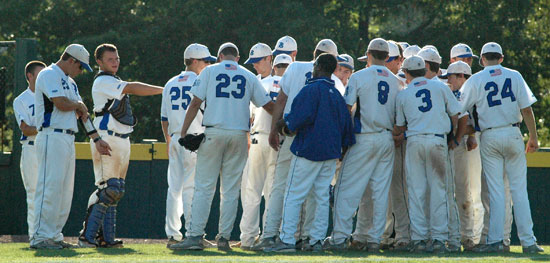 Bryant huddles between innings. (Photo by Kevin Nagle)