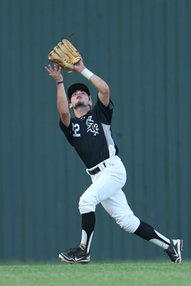 Hayden Daniel sets to haul down a fly ball. (Photo by Rick Nation)