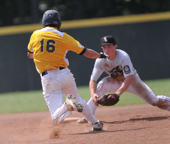 Bryant shortstop Trevor Ezell prepares to apply the tag to Wynn's Johnathan Collins. (Photo by Kevin Nagle)