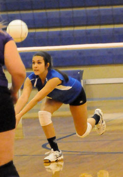 Libero Rochelle Aguilar gets a dig. (Photo by Kevin Nagle)