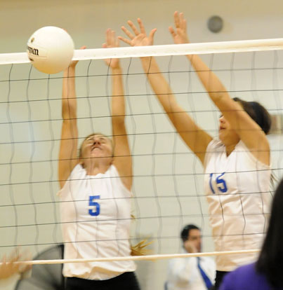 Mercedes Dillard (5) and Aubree Allen (15). (Photo by Kevin Nagle)