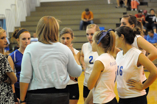 Head coach Beth Solomon and assistant Cristina Meyer huddle up with the Lady Hornets junior varsity squad. (Photo by Kevin Nagle)