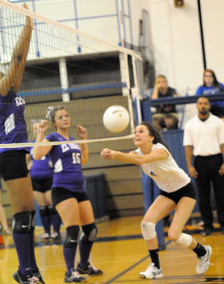 Kaylon Wilson (4) gets to a loose ball at the net. (Photo by Kevin Nagle)