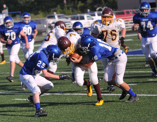 Landon Smith (16) and Jesse Smith (25) make a tackle. (Photo by Kevin Nagle)