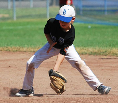 Carson Kemp makes a play on the infield.