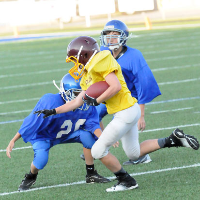 A pair of Bryant Blue defenders close in on a Lake Hamilton runner. (Photo by Kevin Nagle)