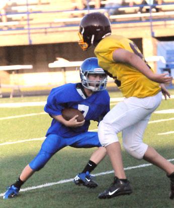 Hunter Ulmer (7) cuts back against a Lake Hamilton defender. (Photo by Kevin Nagle)