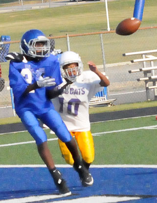 Randy Thomas (2) hauls in a 2-point conversion pass in front of Little Rock Dunbar defender Kennedy Lightner. (Photo by Kevin Nagle)