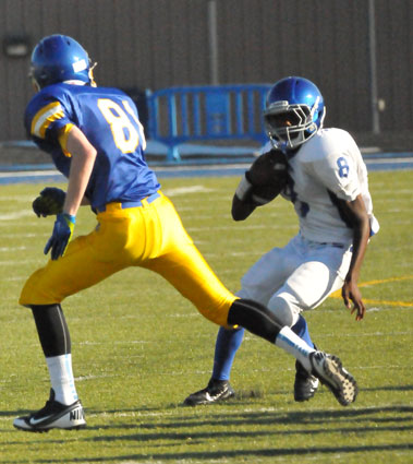 Bryant running back James Polite (8) cuts back to avoid a Lakeside defender. (Photo by Kevin Nagle)