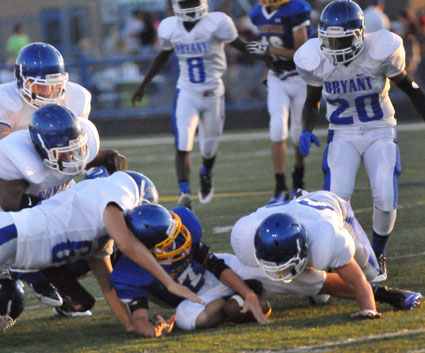 The Hornets scramble after a fumble that Lakeside quarterback Fisher Alexander tries to retain. (Photo by Kevin Nagle)