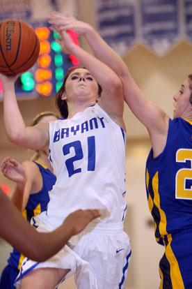 Courtney Davidson scored 15 points and gathered 16 rebounds. (Photo by Rick Nation)