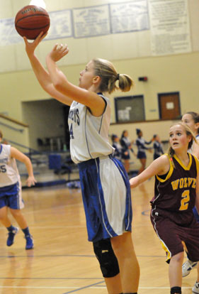 Riley Hill led Bryant Blue with 9 points. (Photo by Kevin Nagle)