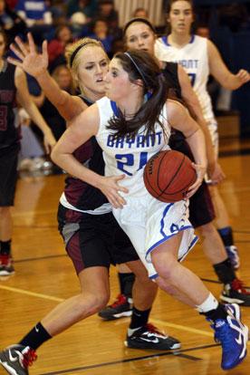 Courtney Davidson (21) begins a drive around a Benton defender. (Photo by Rick Nation)