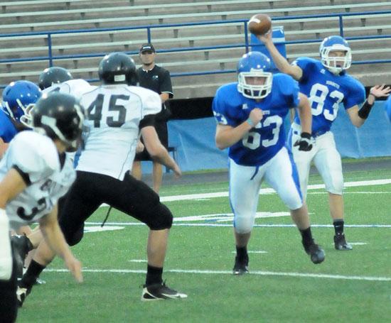Jordan Gentry tosses a pass  as Zack Knapp (63) runs interference. (Photo by Kevin Nagle)
