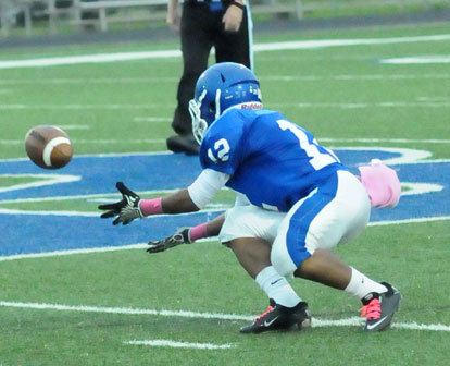 Najee Hunt pulls in a pass. (Photo by Kevin Nagle)