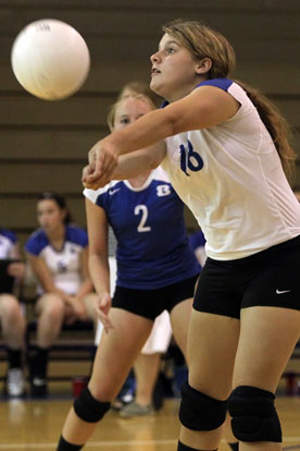 Kaci Squires receives a serve. (Photo by Rick Nation)