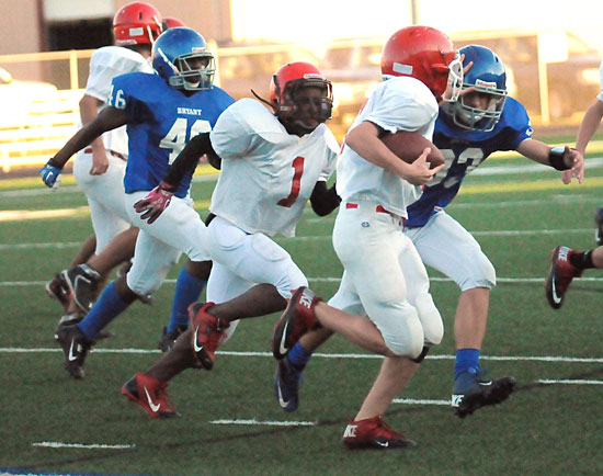 Brooks Ellis (33) closes in on a tackle as Johnny Wallace (46) gives chase. (Photo by Kevin Nagle)