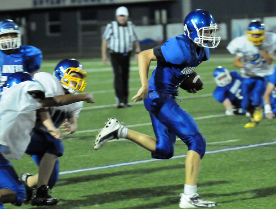 Quarterback Trey Ashmore sprints past Lakeside tacklers. (Photo by Kevin Nagle)