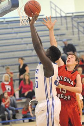 Kaevon Jones gets a shot away inside. (Photo by Kevin Nagle)