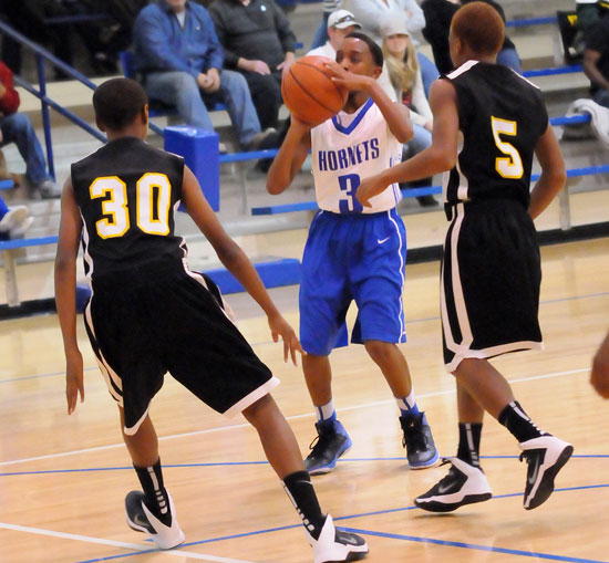 Keith West sets to take a shot for the Bethel Hornets. (Photo by Kevin Nagle)