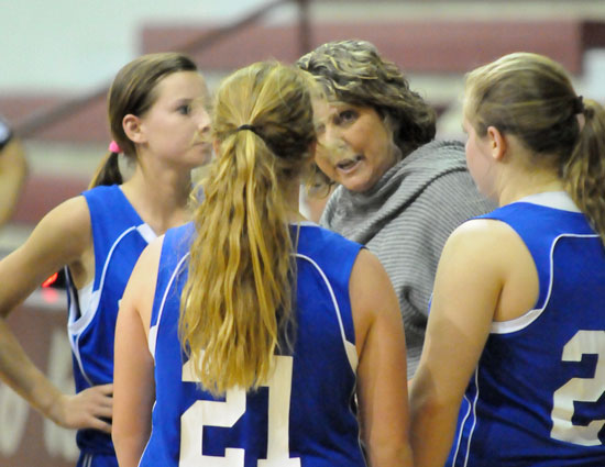 Bethel coach Rhonda Hall talks with Baylee Rowton (21) and her Lady Hornets during a timeout. (Photo by Kevin Nagle)