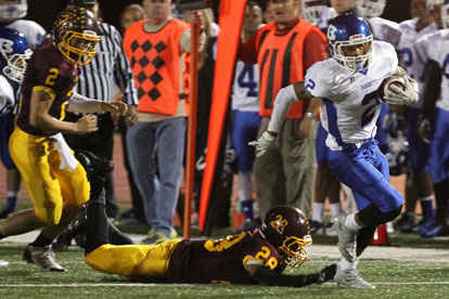 Brushawn Hunter (2) leaves Lake Hamilton defenders including Donnell West (28) in his wake on the way to a 200 yard night of total offense. (Photo by Rick Nation)