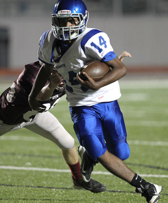 Diante Woodson turns the corner as he evades a Benton tackler. (Photo by Rick Nation)