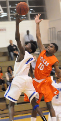 Kevin Hunt (11) beats a Texarkana player to the hoop. (Photo by Kevin Nagle)