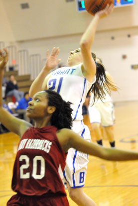 Courtney Davidson goes up for a shot over Texarkana's Shaquenda Cooper. (Photo by Kevin Nagle)