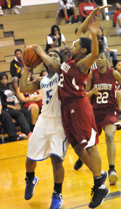 Dezerea Duckworth (5), guarded by Texarkana's Jasmine Allen. (Photo by Kevin Nagle)