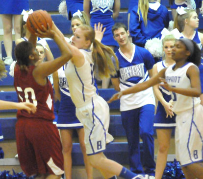 Kristen Scarlett (10) and Jayla Anderson (15) defend against Texarkana's Baliyah Moore. (Photo by Kevin Nagle)
