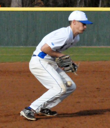 Harrison Dale smothers a grounder to third. (Photo by Kevin Nagle)