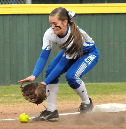 Third sacker Abby Staton sets up in front of a grounder to third. (Photo by Kevin Nagle)